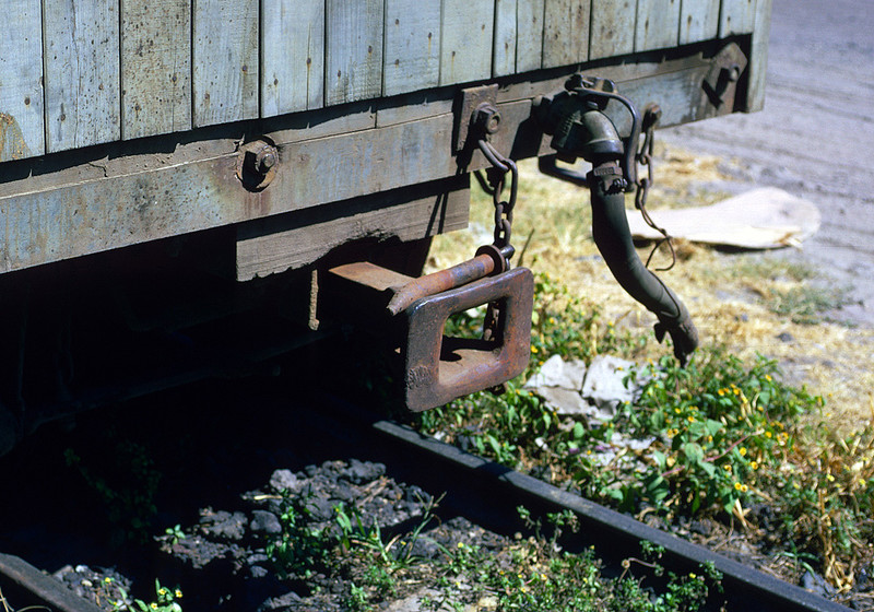 The original FES freight cars still had link and pin draft gear (although they were equipped with air brakes).