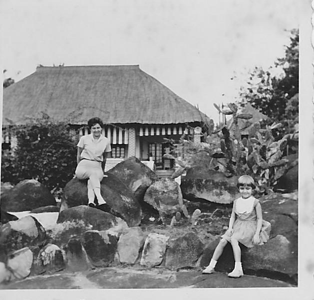 Cossa, 1963,  Aurora Tavares e filha Guida
