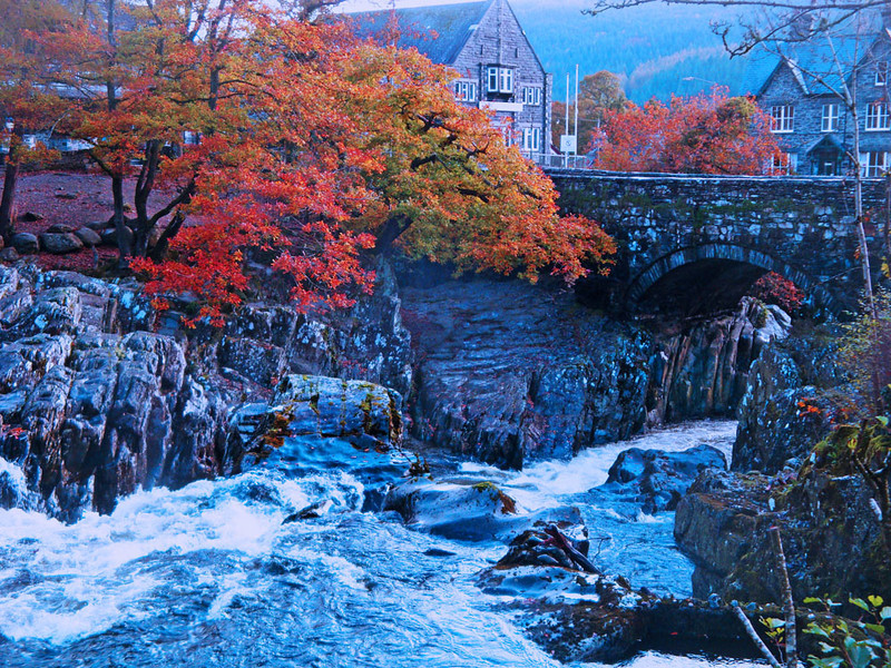 Desperately busy as usual, I didn't make it to Snowdonia until well after dark. However, I was rewarded next morning by the sight of this bridge in Betws-y-Coed as I headed for the main range.