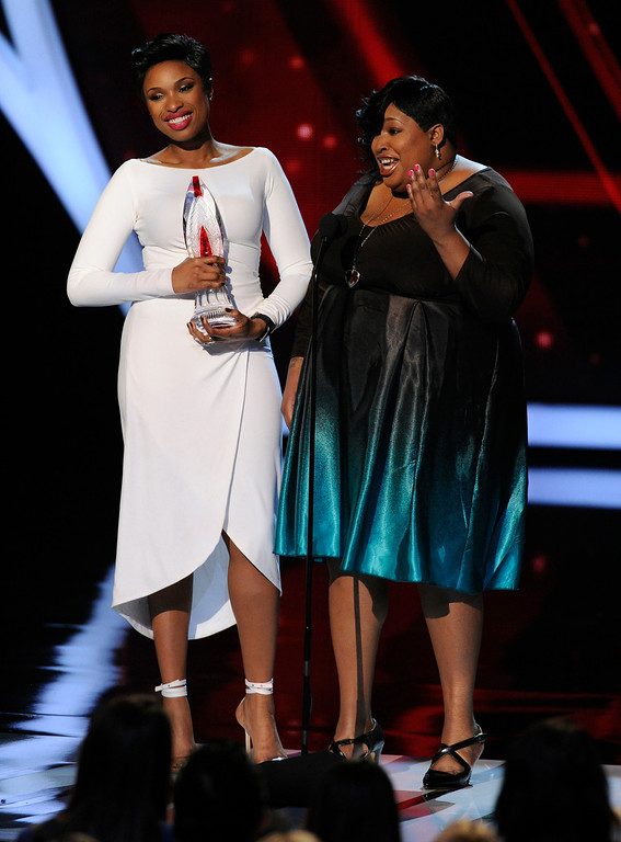 . RETRANSMISSION TO CORRECT THAT ONLY JENNIFER HUDSON WON THE AWARD - Jennifer Hudson, left, accepts the favorite humanitarian award as her sister Julia Hudson looks on, at the 40th annual People\'s Choice Awards at the Nokia Theatre L.A. Live on Wednesday, Jan. 8, 2014, in Los Angeles.(Photo by Chris Pizzello/Invision/AP)