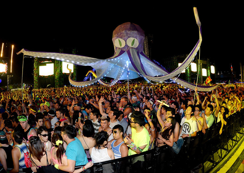 . Performers carry an octopus puppet through the crowd at the 17th annual Electric Daisy Carnival at Las Vegas Motor Speedway on June 21, 2013 in Las Vegas, Nevada.  (Photo by Ethan Miller/Getty Images)