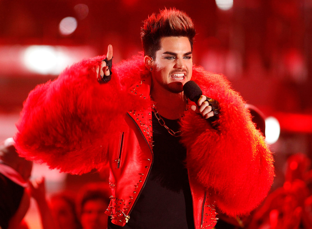 . Host Adam Lambert performs as a part of a tribute to Donna Summer during the VH1 Divas 2012 show in Los Angeles, December 16, 2012. REUTERS/Danny Moloshok (UNITED STATES - Tags: ENTERTAINMENT)