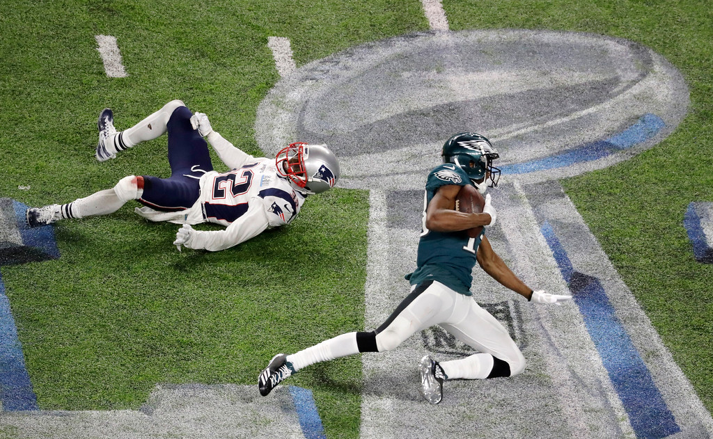 . Philadelphia Eagles wide receiver Nelson Agholor, right, catches a pass in front of New England Patriots free safety Devin McCourty during the second half of the NFL Super Bowl 52 football game Sunday, Feb. 4, 2018, in Minneapolis. (AP Photo/Eric Gay)