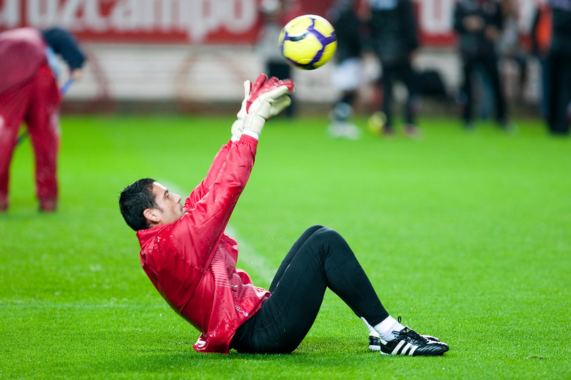 Sevilla FC goalkeeper, Andres Palop, warming up before the Spanish Cup game between Sevilla FC and FC Barcelona, Ramon Sanchez Pizjuan stadium, Seville, Spain, 13 January 2010