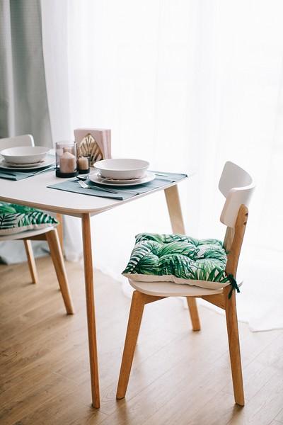 129simple-dining-table-1813502.jpg