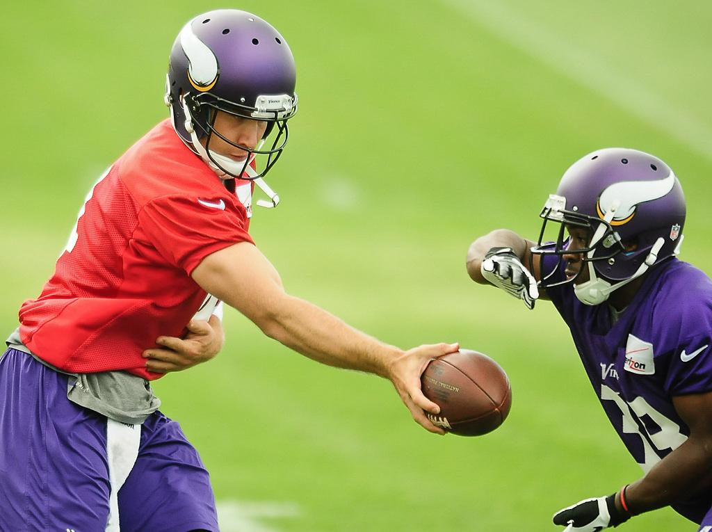 . Minnesota Vikings quarterback McLeod Bethel-Thompson hands the ball off to running back Bradley Randle at Vikings training camp in Mankato, Minn., on Friday, July 26, 2013. (Pioneer Press: Ben Garvin)