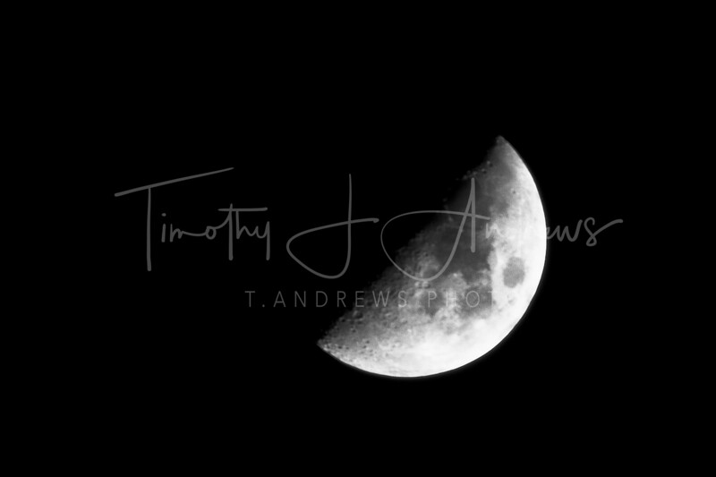 Oct 4th: Armed with a new tripod, I'm trying my hand and shooting the moon again.