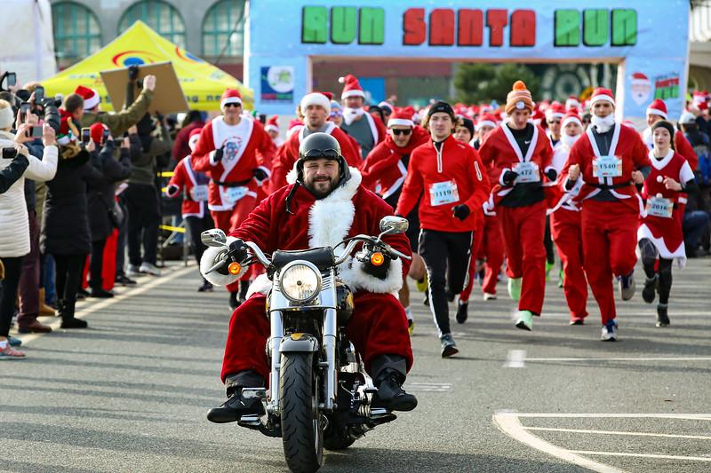 Santa Run AP_20191207_BWM_9180.jpg