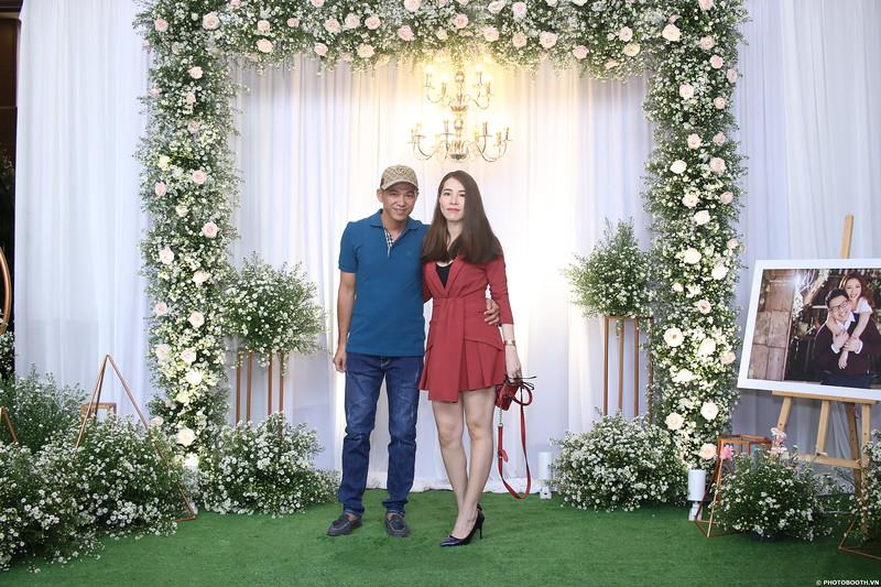 Vy-Cuong-wedding-instant-print-photo-booth-in-Bien-Hoa-Chup-hinh-lay-lien-Tiec-cuoi-tai-Bien-Hoa-WefieBox-Photobooth-Vietnam-023.jpg