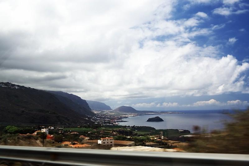 Pohled ze silnice u města Icod de los Vinos směrem na západ