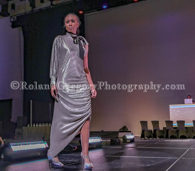 100 Womens Fashion show2019-3542.jpg