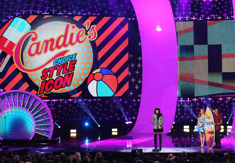 . Zendaya accepts the award for choice style icon at the Teen Choice Awards at the Shrine Auditorium on Sunday, Aug. 10, 2014, in Los Angeles. Looking on from right are Cameron Dallas, right, and Bella Thorne. (Photo by Matt Sayles/Invision/AP)