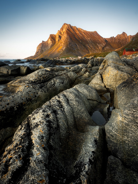 Vikten 2 beach rocks mountain landscape photography lofoten norway_1.jpg