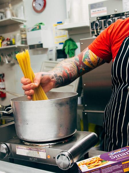 Spaghetti Aglio Olio in pot.jpg
