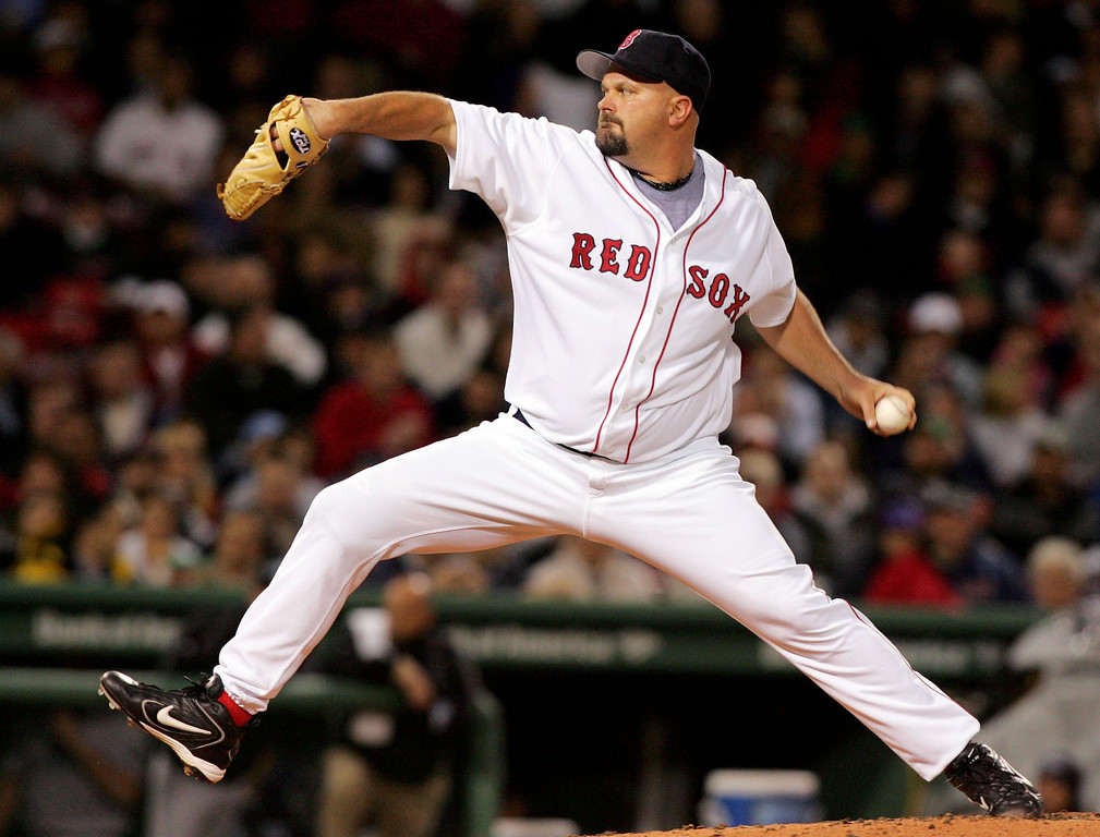 . DAVID WELLS -- David Wells #16 of the Boston Red Sox delivers a pitch against the Toronto Blue Jays on April 12, 2006 at Fenway Park in Boston, Massachusetts.  (Photo by Jim McIsaac/Getty Images)