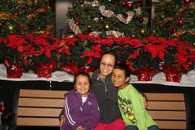 2014-12-13 - Holiday Store Family Photos