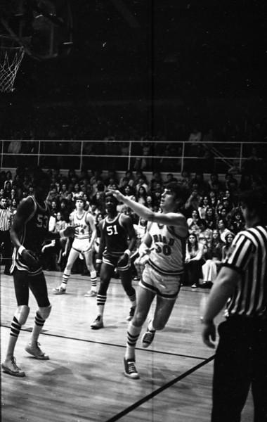 THS Basketball.75-9