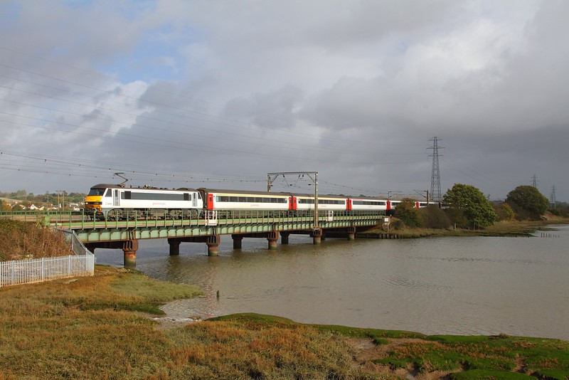 90009 on the 1P33 1130 Norwich to Colchester at Cattawade on the 21st October 2017.JPG
