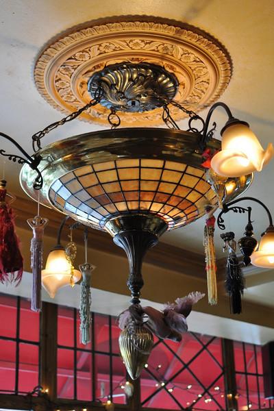 LeQuecumBar light2.jpg