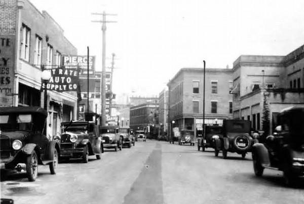 1928-Forsyth Street - Davis Furniture .jpg