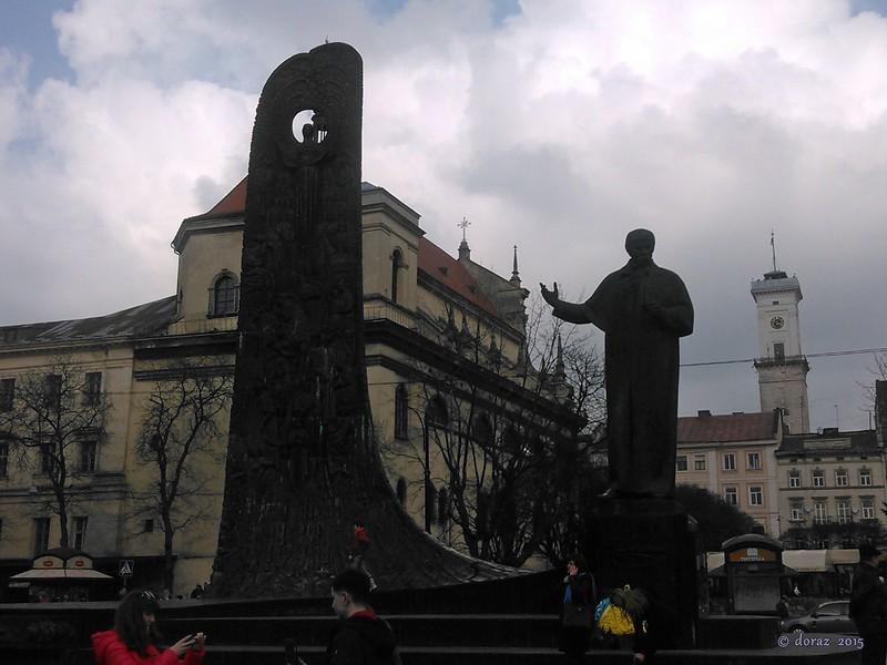 01 Lviv, Taras Shevchenko's statue.jpg