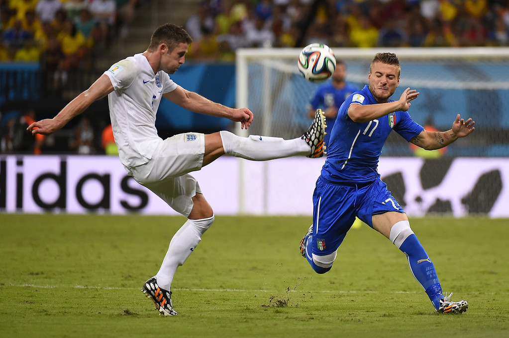 . England\'s defender Gary Cahill (L) and Italy\'s forward Ciro Immobile vie for the ball during a Group D football match between England and Italy at the Amazonia Arena in Manaus during the 2014 FIFA World Cup on June 14, 2014.  AFP PHOTO / FABRICE COFFRIN