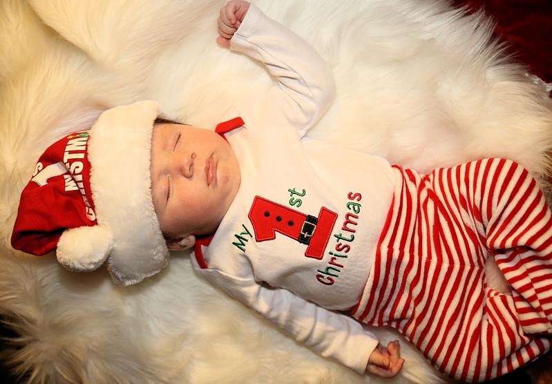 IMG_3150_Medel Newborn Xmas (2).jpg