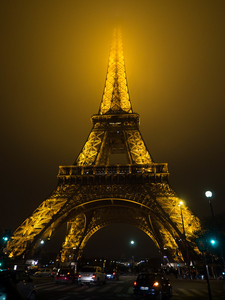 20141119-eiffel-tower-in-the-fog-98198537.jpg