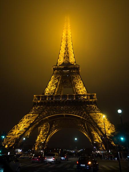 20141119-eiffel-tower-in-the-fog-98198537.jpg