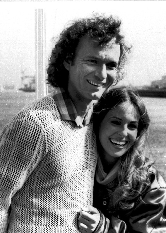 ". Actors Genie Francis and Anthony Geary appear in character as Luke and Laura in the television show ""General Hospital\"" in this 1981 photo. They became daytime television\'s most popular couple after what the show romanticized as Luke\'s ``seduction\'\' of Laura. (AP Photo)"