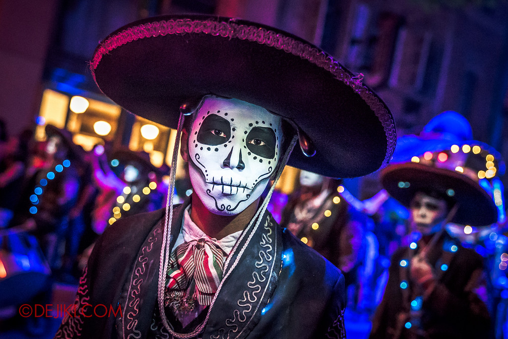 Halloween Horror Nights 6 - March of the Dead / Death March - The Band, cowbell guy 1