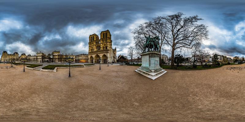 Notre-Dame de Paris & Charlemagne et ses Leudes Monument
