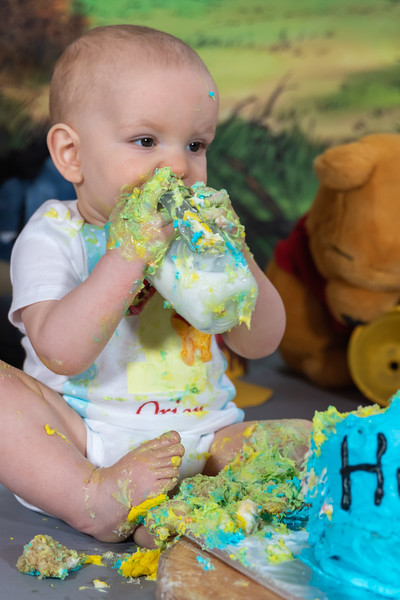20200215-Orion1stBirthday-PoohCakeSmash-24.jpg