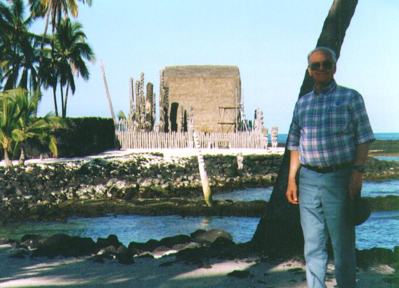 Wayne at Pu'uhonua O Honaunau, April 1997,   936x676.jpg