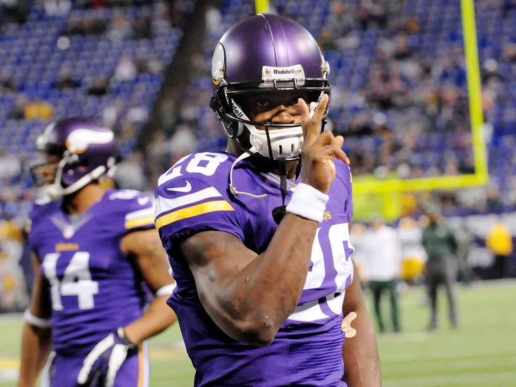 . Minnesota Vikings running back Adrian Peterson acknowledges the fans before the game. (Pioneer Press: Sherri LaRose-Chiglo)