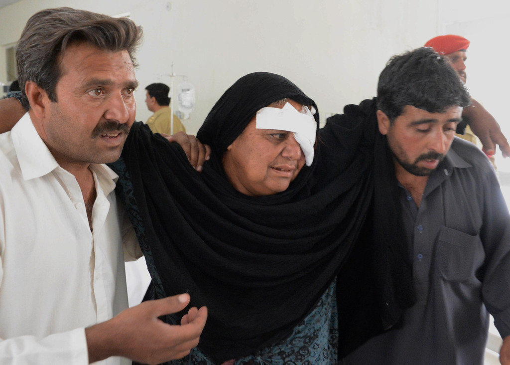 . Pakistani residents help an injured Shiite relative following an attack in the Pakistani town of Taftan at a hospital in Quetta on June 9, 2014.    AFP PHOTO/Banaras  KHAN/AFP/Getty Images