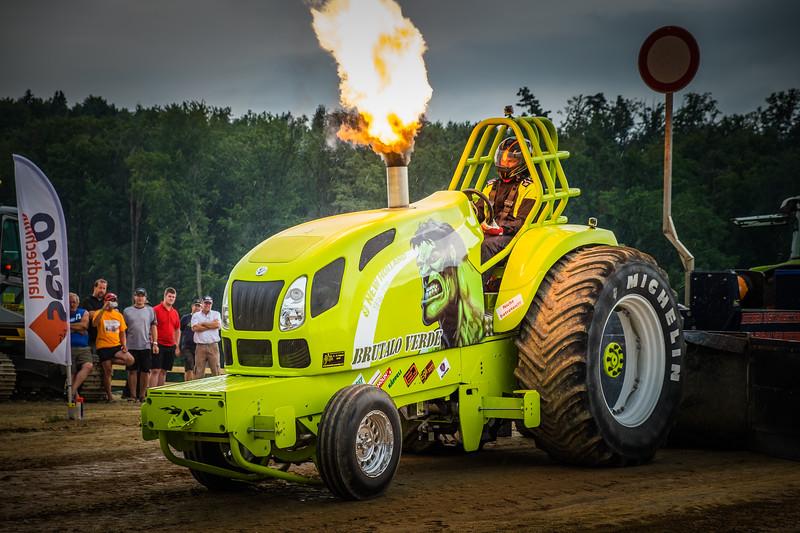 Tractor Pulling 2015 XE2-2623.jpg