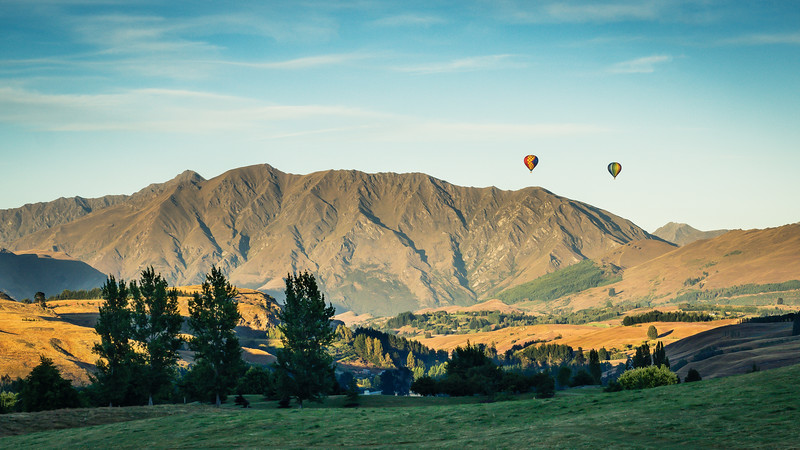 hot-air-ballons-the-hills-new-zealand.jpg