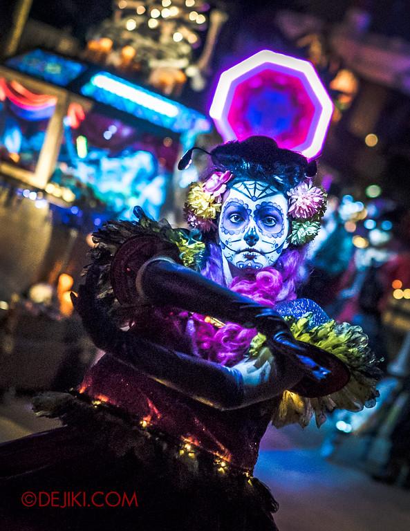 Halloween Horror Nights 6 - March of the Dead / Death March - Dancer at Far Far Away V