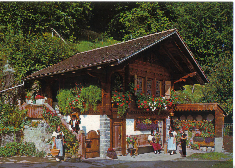 009_Berner_Oberland_Typical_House.jpg