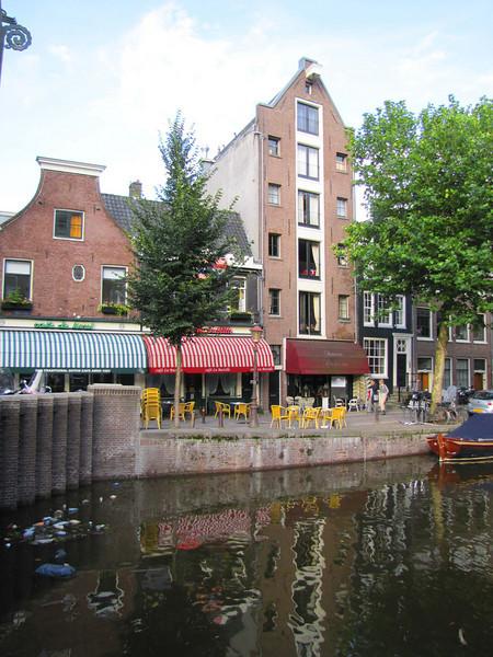 06-Canal-front restaurants