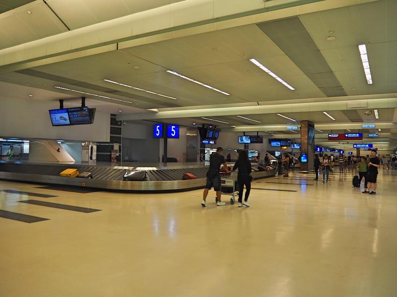 P7010015-baggage-claim.jpg
