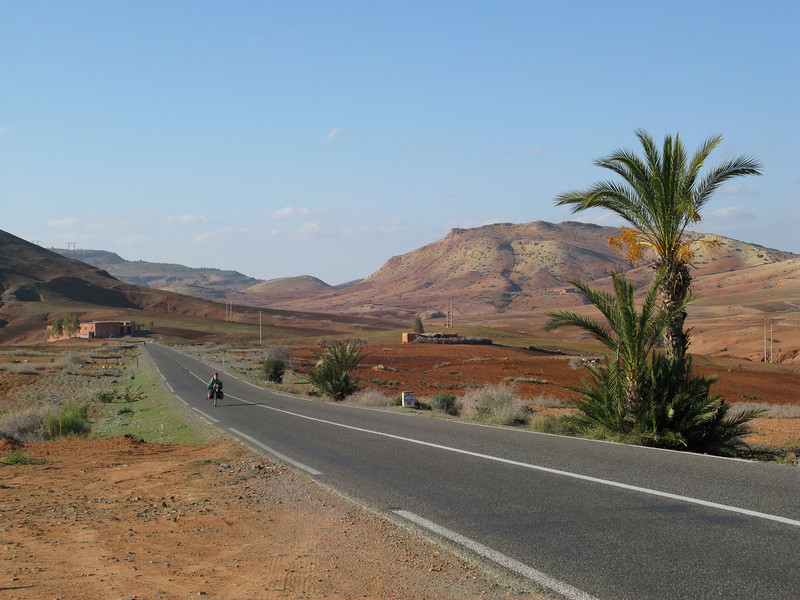 after half a day cycling from Marrakech we find ourselves on our own; only now and then a truck or taxi passes accompanied by a smoky and smelly exhaust