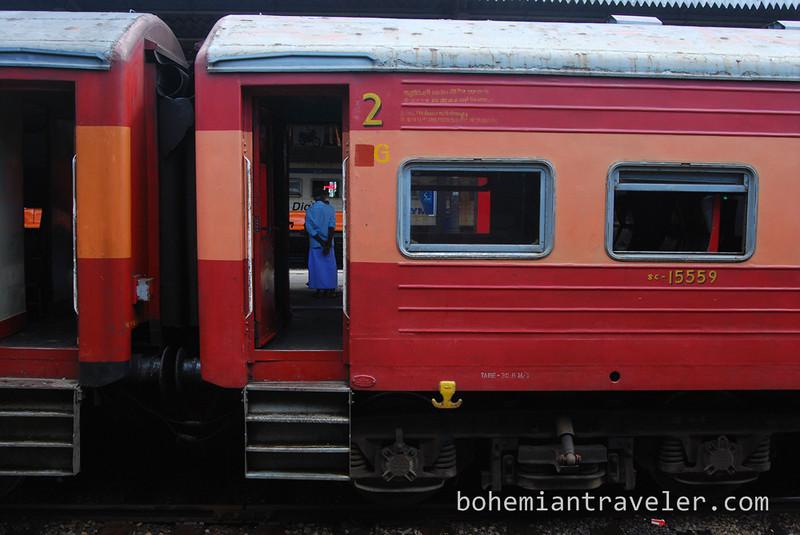 train Colombo Fort Station Sri Lanka.jpg