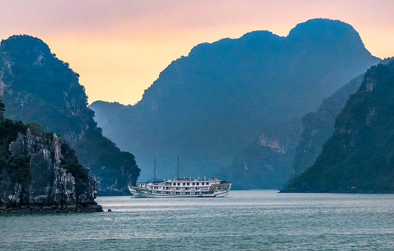 HaLong Bay Vietnam Cruise_P1090273.jpg