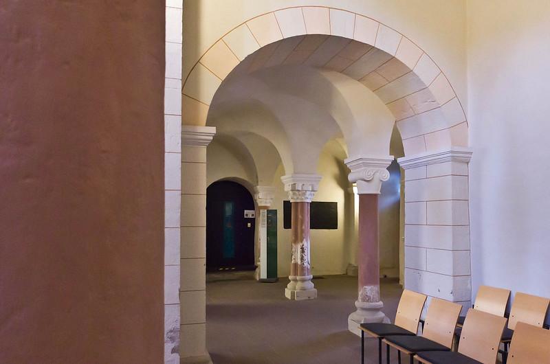 Gandersheim. Stiftskirche: Blick aus nördl. Seitenschiff in Westbau