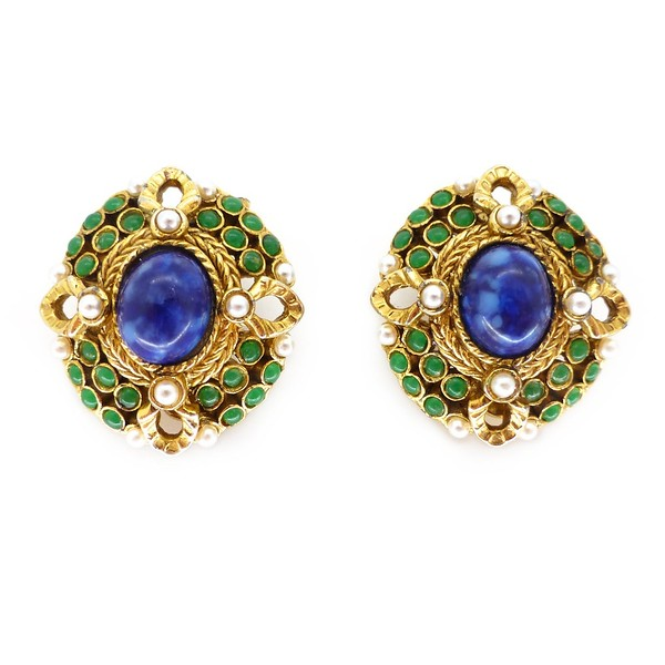 VINTAGE 1960S LAPIS BLUE GLASS GREEN CABOCHON PEARL CLIP EARRINGS