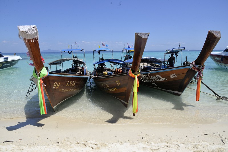 _DG17383-12R 3 Boats.JPG