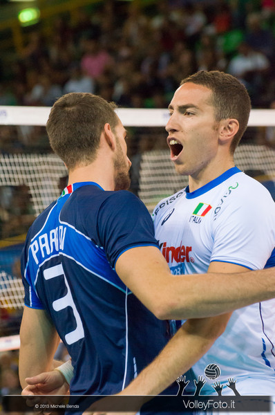Salvatore Rossini [ITA] esulta con Simone Parodi [ITA] - Italia-Iran, World League 2013 - Modena