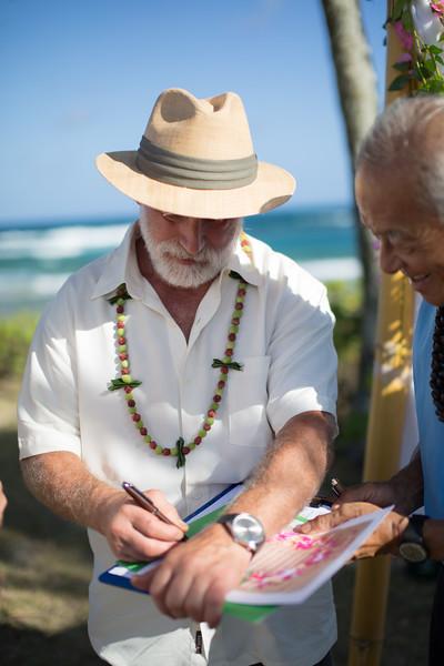gillin beach kauai wedding-126.jpg